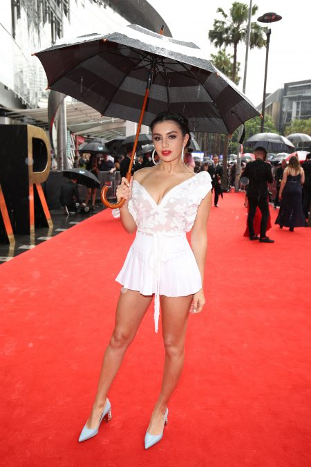 SYDNEY, AUSTRALIA - NOVEMBER 23: Charli XCX arrives for the 30th Annual ARIA Awards 2016 at The Star on November 23, 2016 in Sydney, Australia. (Photo by Brendon Thorne/Getty Images)